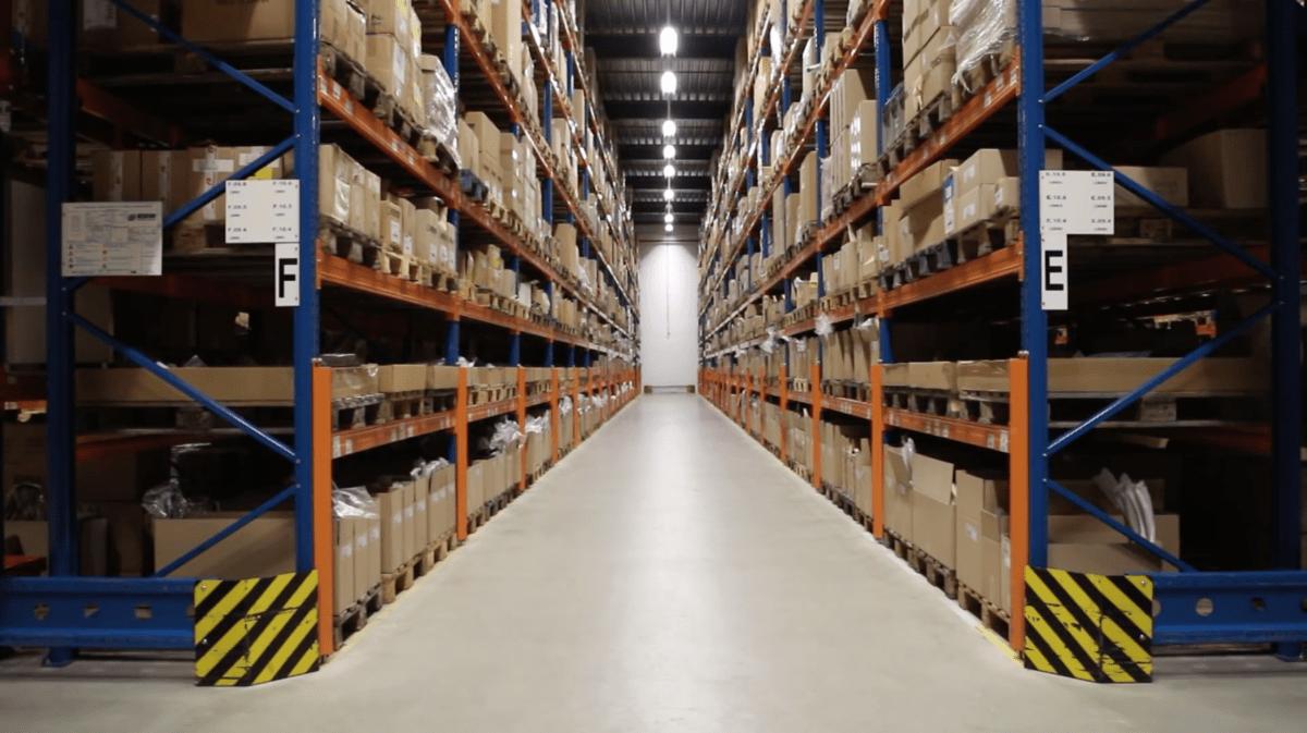 bedrijfsvideo accel in het magazijn qommon marketing communicatie